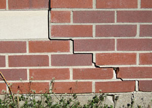 a foundation wall crack on a Russell home.